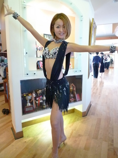 販売黒ドレス1.JPG